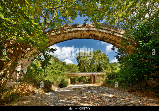 The Allamanos (or 'Allamanou') stone bridge, close to Agia town, Larissa, Thessaly, Greece - Stock Image