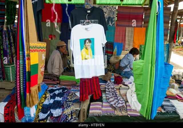 Myanmar (ex Birmanie). Inle lake. Shan state. Market day in the village. Tee-shirt with the image of Aung San Suu - Stock-Bilder