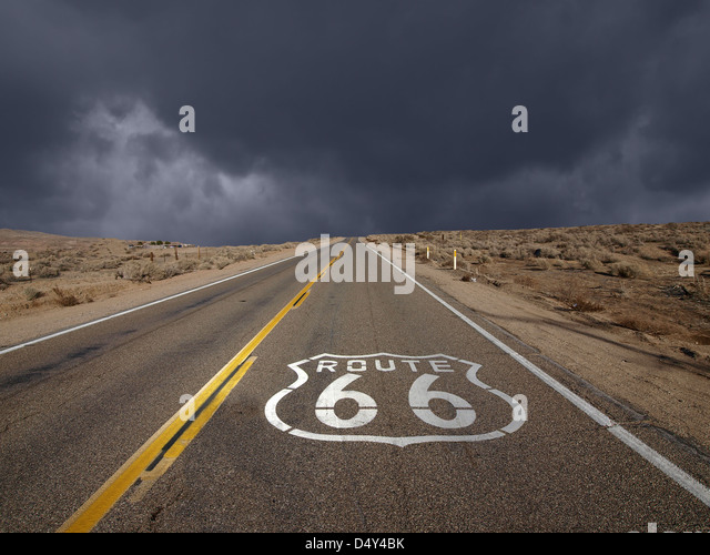 Historic Route 66 storm sky in California's Mojave desert. - Stock-Bilder