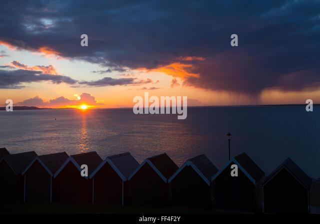 Isle of Wight, UK. 10th February, 2016. UK Weather, Sunset with approaching rainstorm, from Gurnard, Isle of Wight, - Stock-Bilder