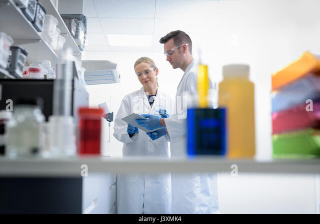 Scientists in laboratory in pharmaceutical factory - Stock Image