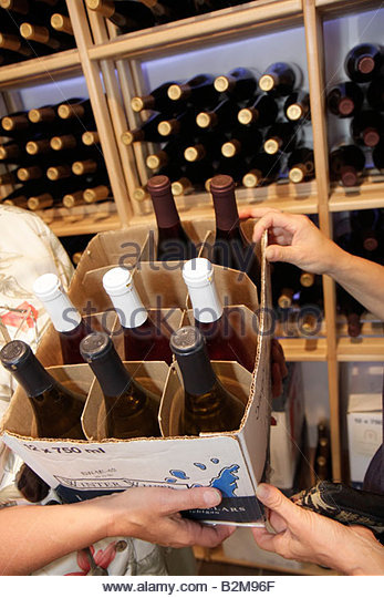Michigan Traverse City Leelanau Peninsula Omena Bay Leelanau Cellars winery wine bottles box pack case shop - Stock Image