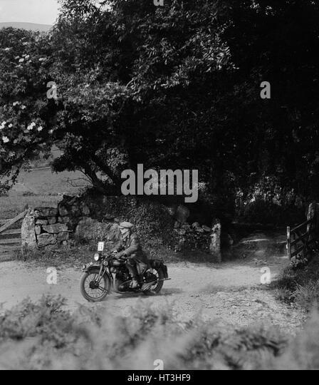 Motorcycle of WT Taylor, Brighton and Hove Motor Club Brighton-Beer Trial, 1930. Artist: Bill Brunell. - Stock-Bilder
