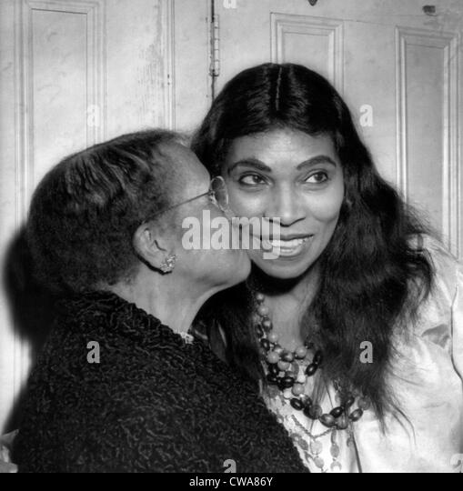 Anna Anderson kisses her daughter, singer Marian Anderson, after a performance of Verdi's 'The Masked Ball' - Stock Image
