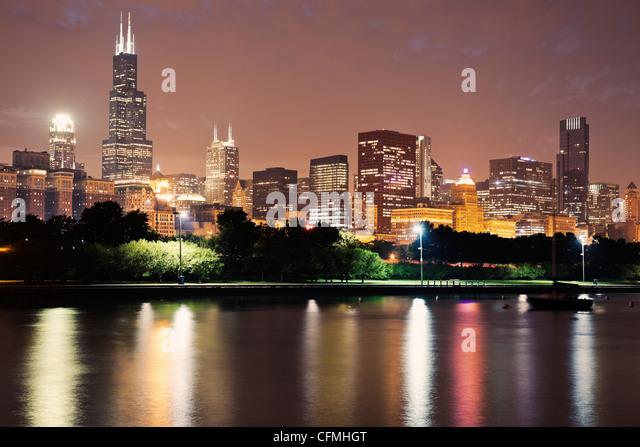 USA, Illinois, Chicago skyline at dusk - Stock Image
