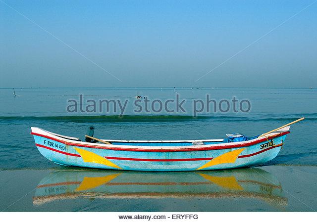 Fishing boat at Juhu beach ; Bombay Mumbai ; Maharashtra ; India 2009 - Stock Image
