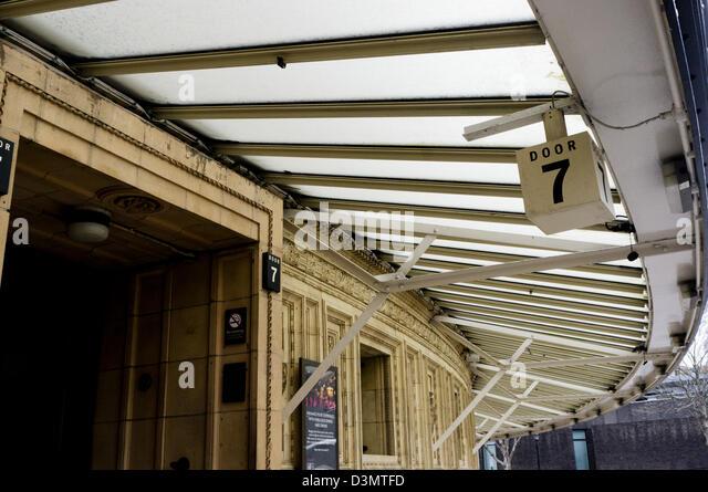Concert halls stock photos concert halls stock images for Door 9 royal albert hall