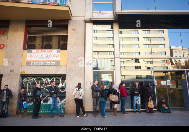 Adult queue outside Headquarters of Institut Obert de Catalunya, Open Institute of Catalonia, Department of Education, - Stock Image