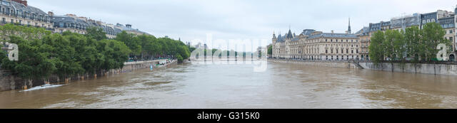 Flood in Paris, panorama Conciergerie, Pont au Change, quai de la Megisserie, 2016 - Stock Image