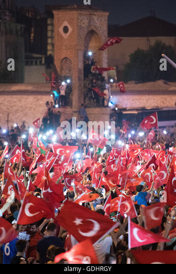 Istanbul, Turkey. 17th July, 2016. People shout slogans and hold flags during a demonstration at Taksim Square in - Stock Image
