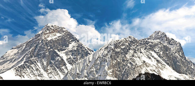 Panoramic view of Mount Everest (Sagarmatha), highest mountain in the world, Nepal. - Stock-Bilder