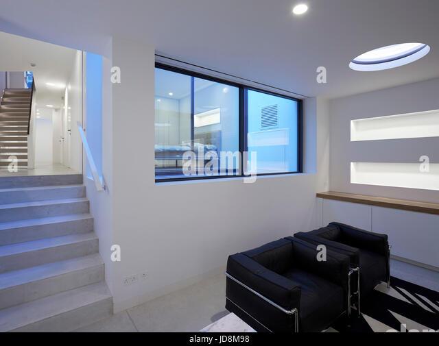 View in basement with Corbusier sofa. Notting Hill House, London, United Kingdom. Architect: Michaelis Boyd Associates - Stock-Bilder