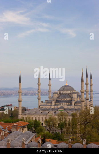 Elevated view of the Blue Mosque in Sultanahmet, overlooking the Bosphorus, Istanbul, Turkey, Europe - Stock Image