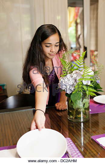Girl setting table - Stock-Bilder