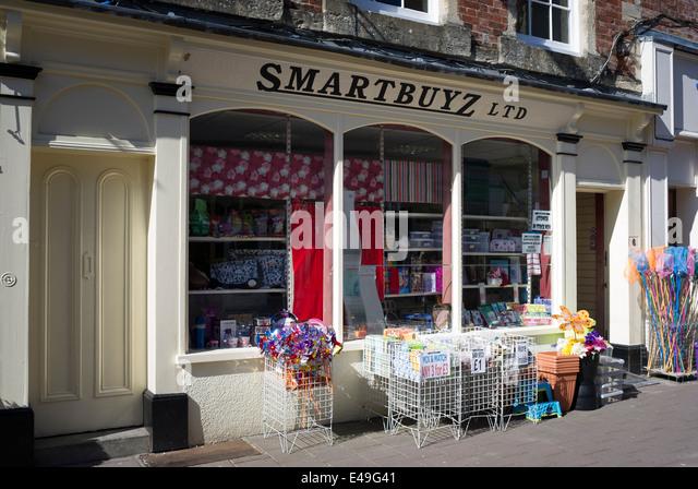 SMARTBUYZ budget shop in Devizes UK - Stock Image