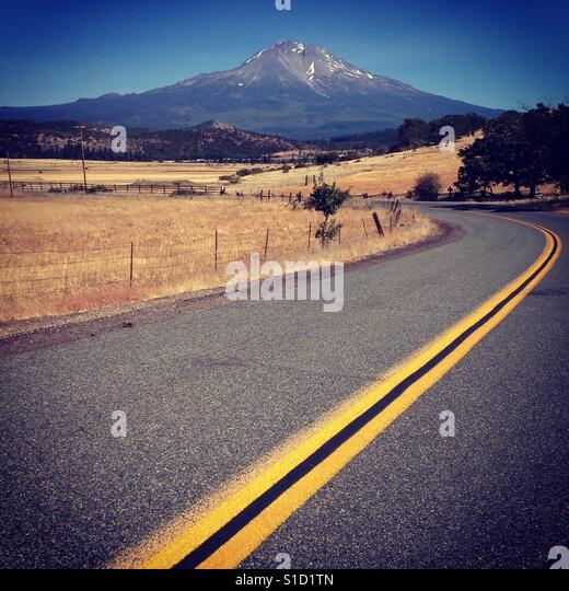 Road to Mount Shasta - Stock Image