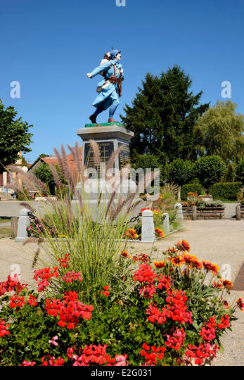 France Territoire de Belfort Lachapelle sous Rougemont memorial statue Poilu soldier of the First World War flowers - Stock Image