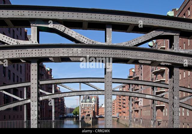 Old Warehouse District with Wasserschloesschen (little moated castle) and Poggenmuehlen Bridge, Hamburg, Germany - Stock-Bilder