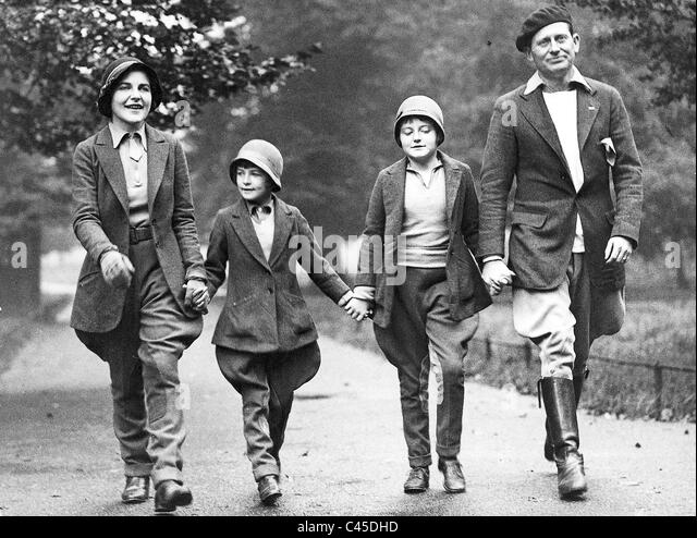 English Family (1932) - Stock Image