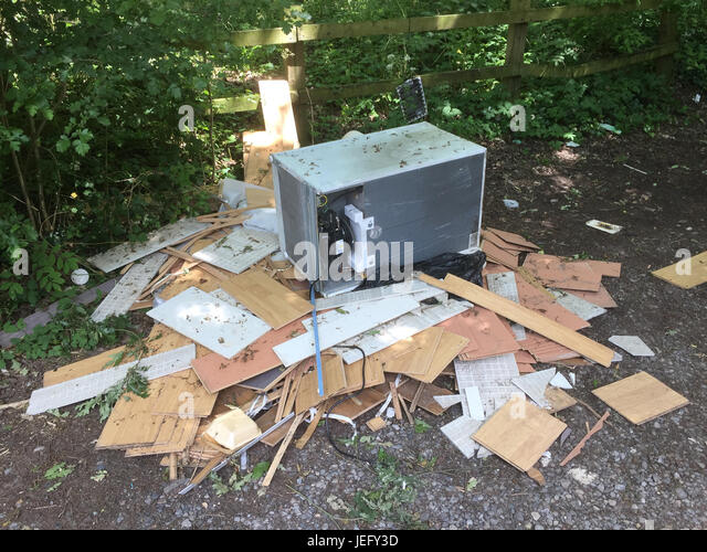 FLY TIPPING in Berkshire, England.  Photo: Tony Gale - Stock-Bilder