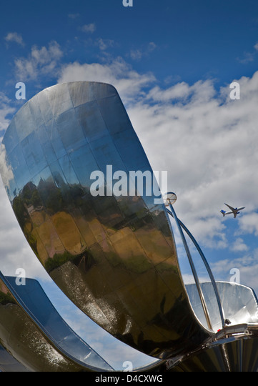 Floralis Generica steel flower sculpture, Buenos Aires, Argentina - Stock Image