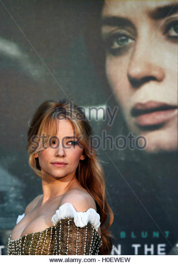 Haley Bennett poses as she arrives at the World premiere of 'The Girl on the Train' at Leicester Square - Stock-Bilder