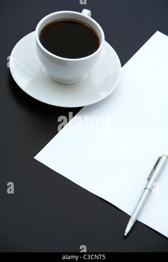 Close-up of cup of coffee, paper and pen on the table - Stock-Bilder