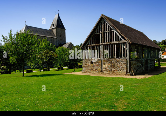 Traditional cider press building in the grounds of Lonlay l'Abbaye, Normandy, France - Stock Image