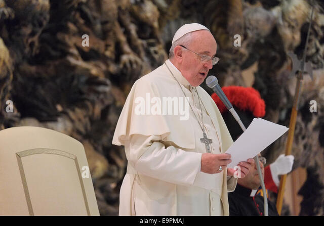 Rome, Italy. 31st October, 2014. Pope Francis meet the Catholic Fraternity of Charismatic Covenance in the Paul - Stock-Bilder