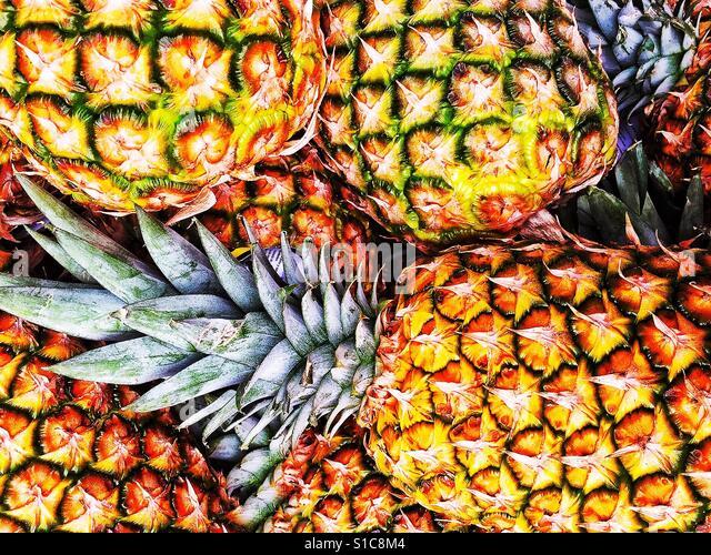 Luscious Pineapples at Market - Stock-Bilder