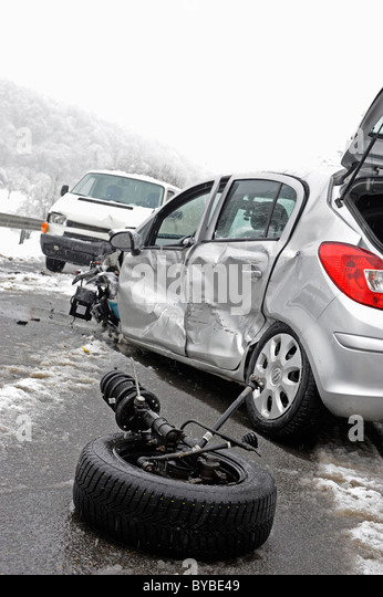 Accident caused by icy roads, wheel ripped off at impact at front, Darmsheim, Baden-Wuerttemberg, Germany, Europe - Stock Image