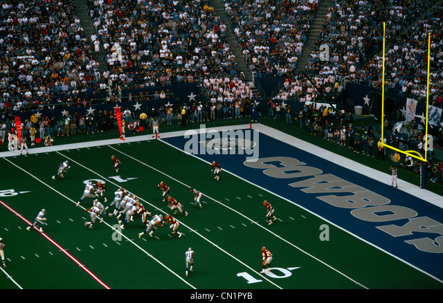 Dallas Texas USA Texas Stadium American Football Cowboys V Redskins With Crowds Watching - Stock Image