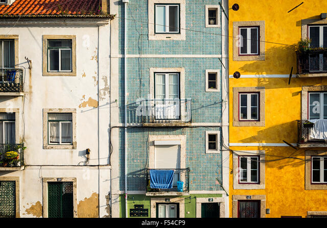 Detail of the facade of old buildings in Alfama, Lisbon, Portugal - Stock-Bilder