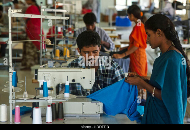 INDIA, Tamil Nadu, Tirupur, textile factory, worker sew garments for export - Stock Image