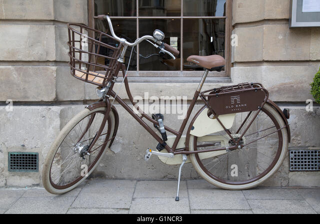 Bike outside Old Bank Hotel and Restaurant in Oxford, England, UK - Stock Image