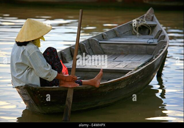 Woman rowing a boat in Vietnam - Stock Image