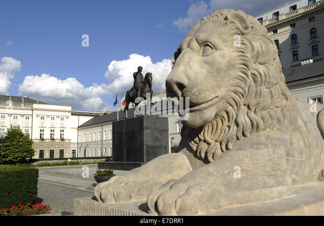 Poland. Warsaw. Presidential Palace by Chrystian Piotr Aigner and equestrian statue of Prince Jozef Poniatowski - Stock Image