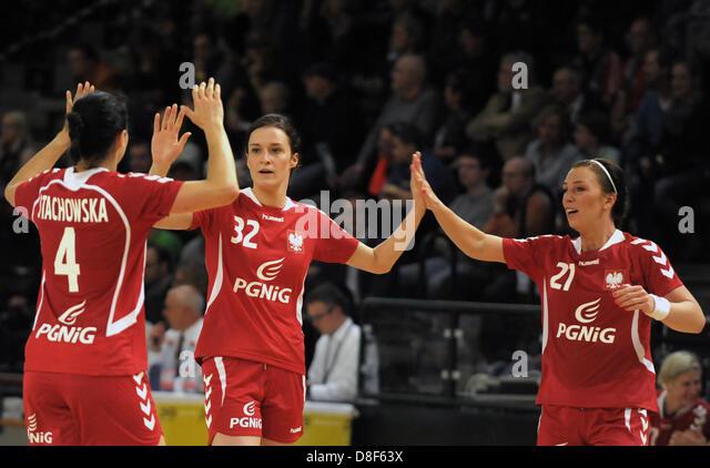 Handball women stock photos handball women stock images - Mobeltown berlin ...