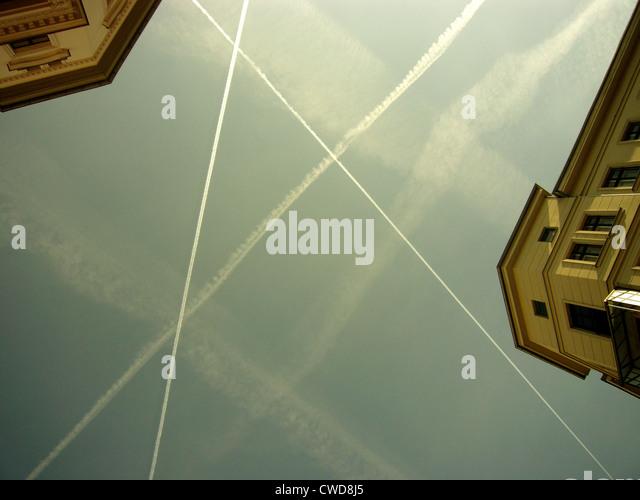air traffic,vapor trail - Stock Image