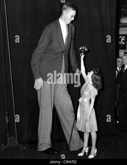 Robert Wadlow, World's Tallest man, with Miss Angela Rizzo, 19. ca.1940.. Courtesy: CSU Archives / Everett Collection - Stock Image