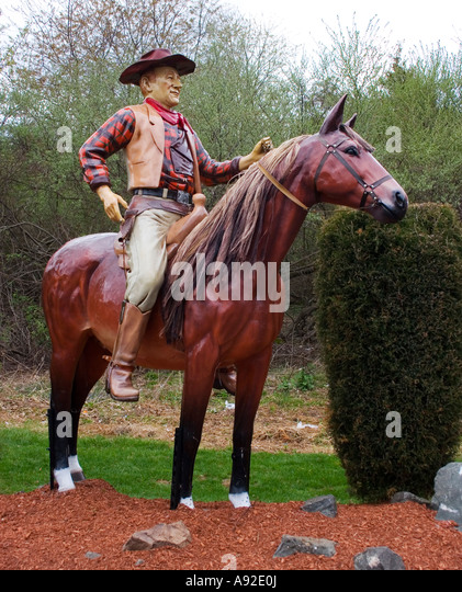 John Wayne on a horse statue at the Classic Auto Wash in Cromwell Connecticut - Stock Image