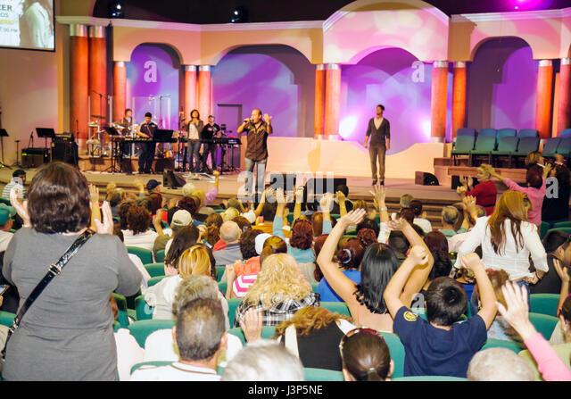 Miami Florida Alpha Omega Church Thanksgiving turkey give-away give away free food needy volunteers Hispanic service - Stock Image