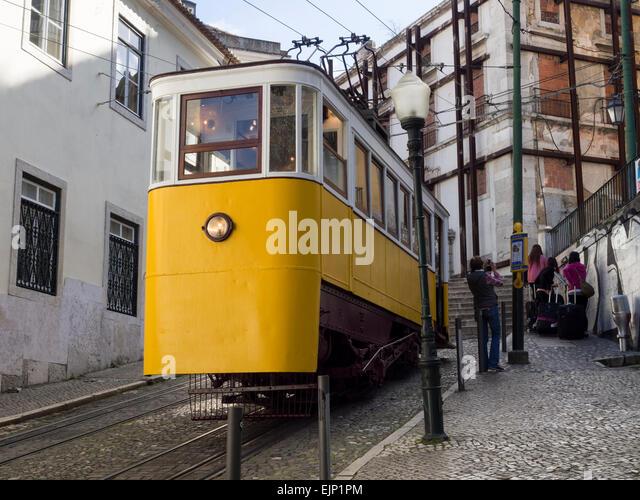 Lisbon, Portugal: Elevador da Gloria, funicular, ascends from Baixa (Restauradores Square) to Bairro Alto - Stock Image