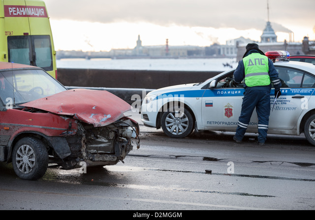 Crashed car after frontal impact is on city street with police in Saint-Petersburg, Russia. Driving oncoming traffic - Stock Image