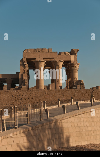 Egypt Kom Ombo Temple columns pylons overview looking up from Nile River crowd tourists - Stock Image