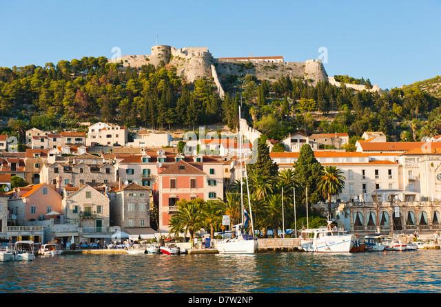 Hvar Town and Fortica (Spanish Fort), seen from the Adriatic Sea, Hvar Island, Dalmatian Coast, Croatia - Stock Image