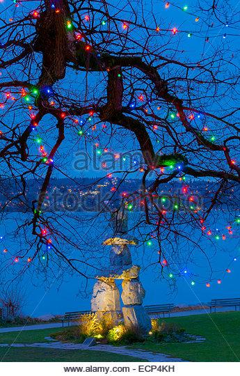 Inukshuk and Christmas lights, Vancouver, British Columbia, Canada. - Stock Image