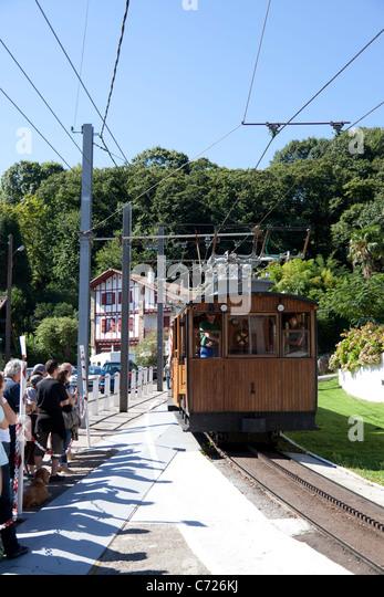 Arrival at the station of the Rhune cog railway train (France). Arrivée en gare du train à crémaillère - Stock Image