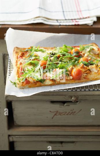 Tuna and cherry tomato pizza - Stock Image