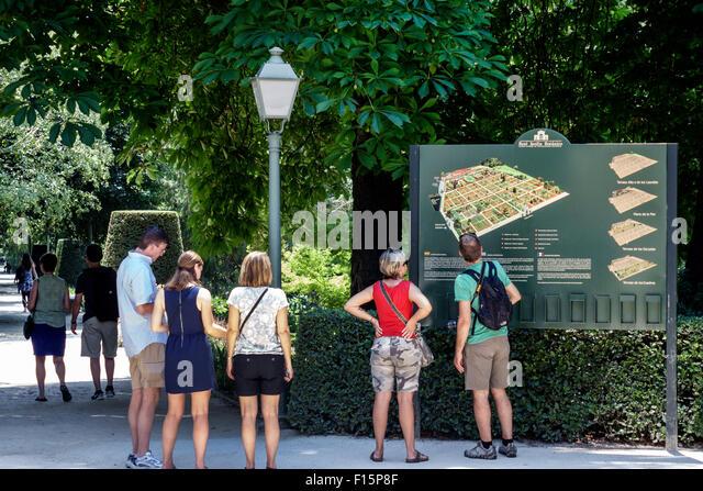 Madrid Spain Europe Spanish Retiro Paseo del Prado Real Jardin Botanico Royal Botanical Garden sign map man Hispanic - Stock Image